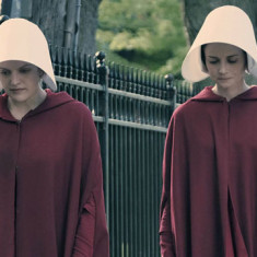 the-handmaids-tale-episode-1-elisabeth-moss-620x360